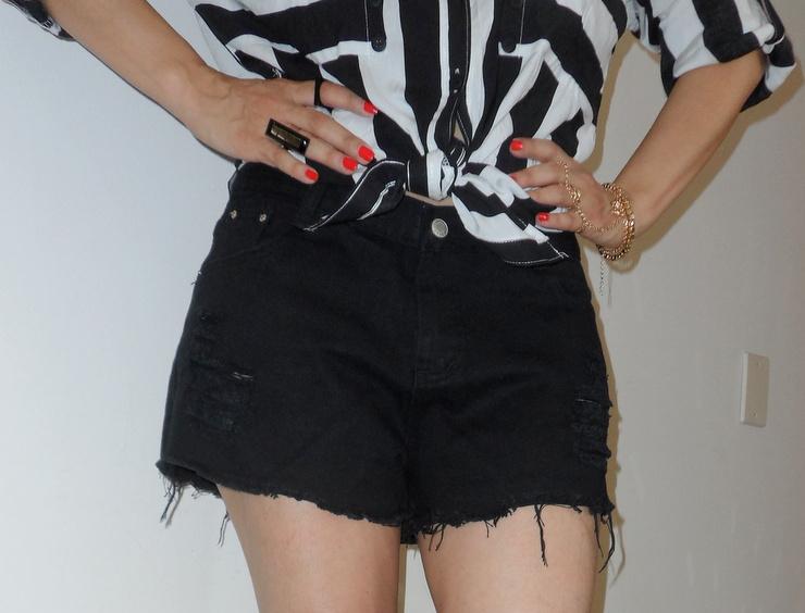 Look preto e branco com bolsa bicolor Romwe 2