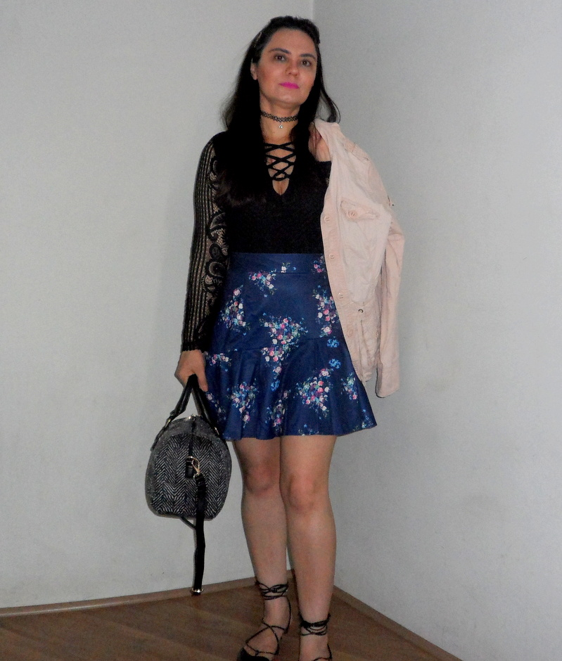 Look do dia Dresslink - Body Lace Up - Saia Floral